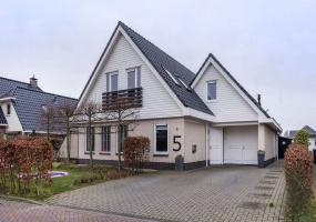 8302 ZX Emmeloord, Nederland, 5 Bedrooms Bedrooms, ,Huis,Koop,Erasmushage,1381